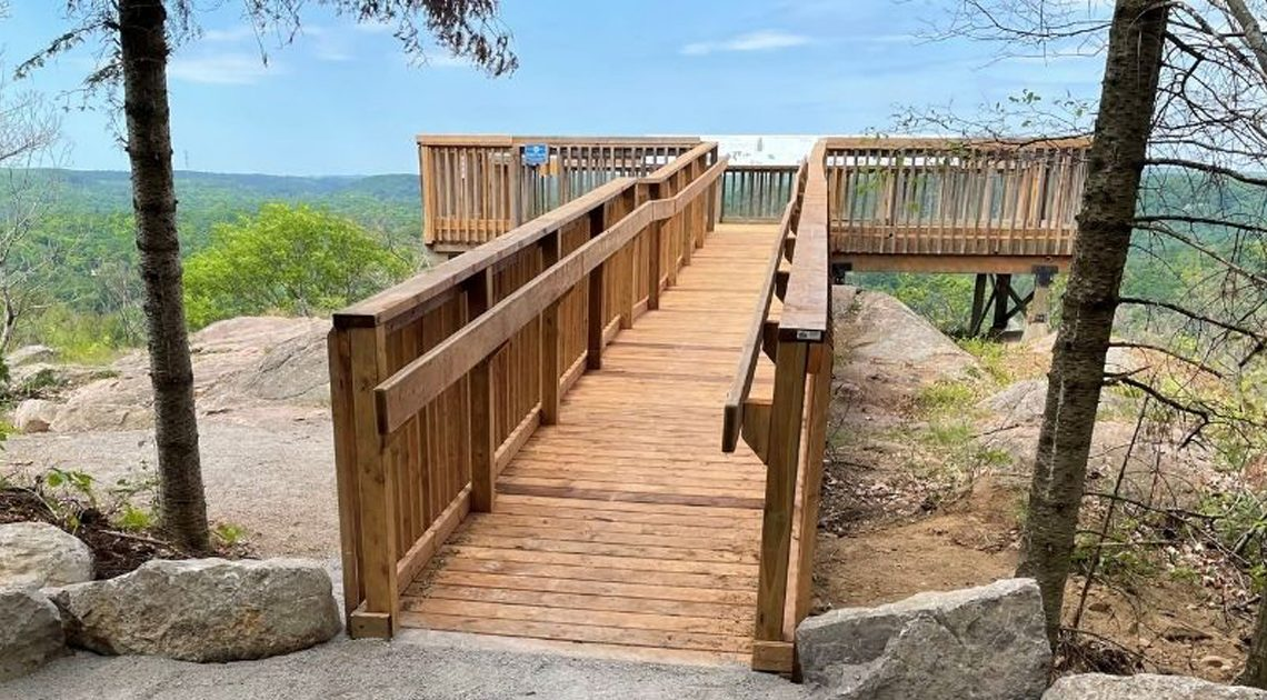 A photo of the lookout deck and view from Eagle's Nest Park